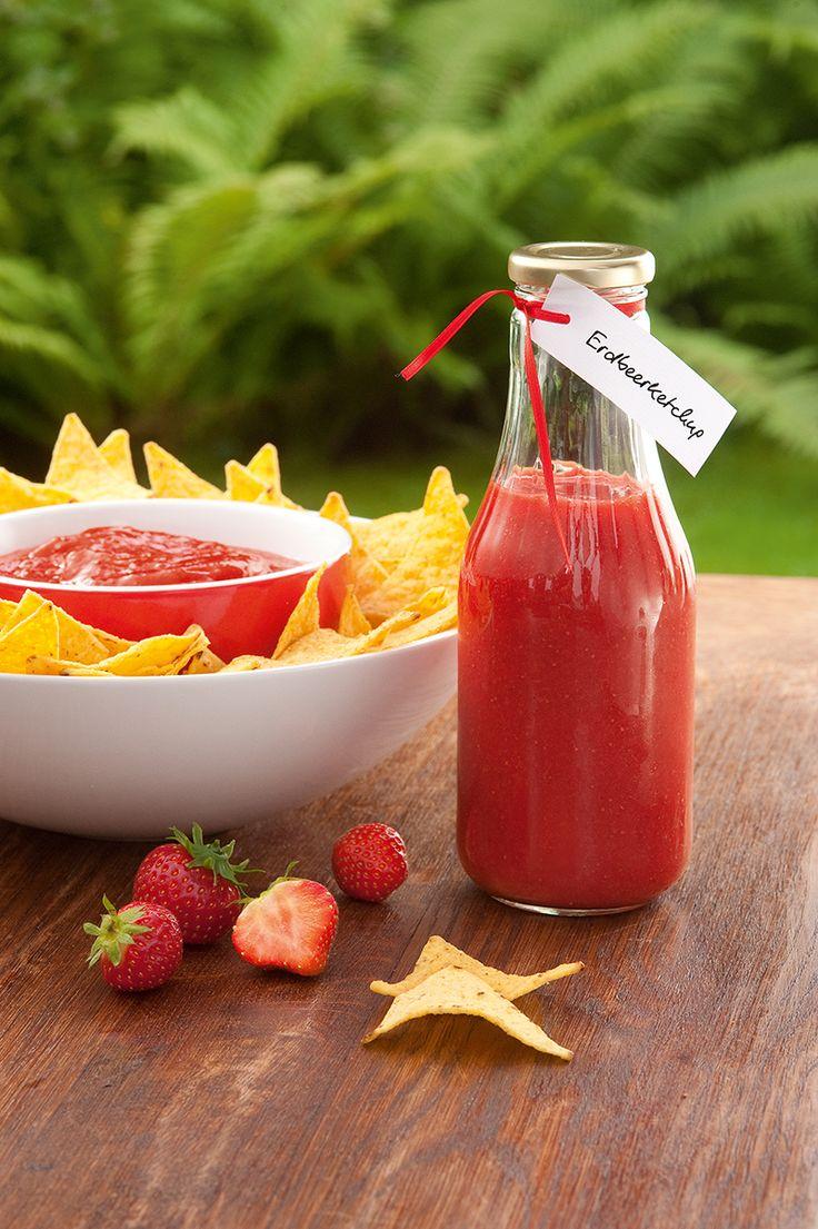 Süß-pikantes Erdbeerketchup Ein Ketchup aus Erdbeeren und Tomatenmark für die Grillparty