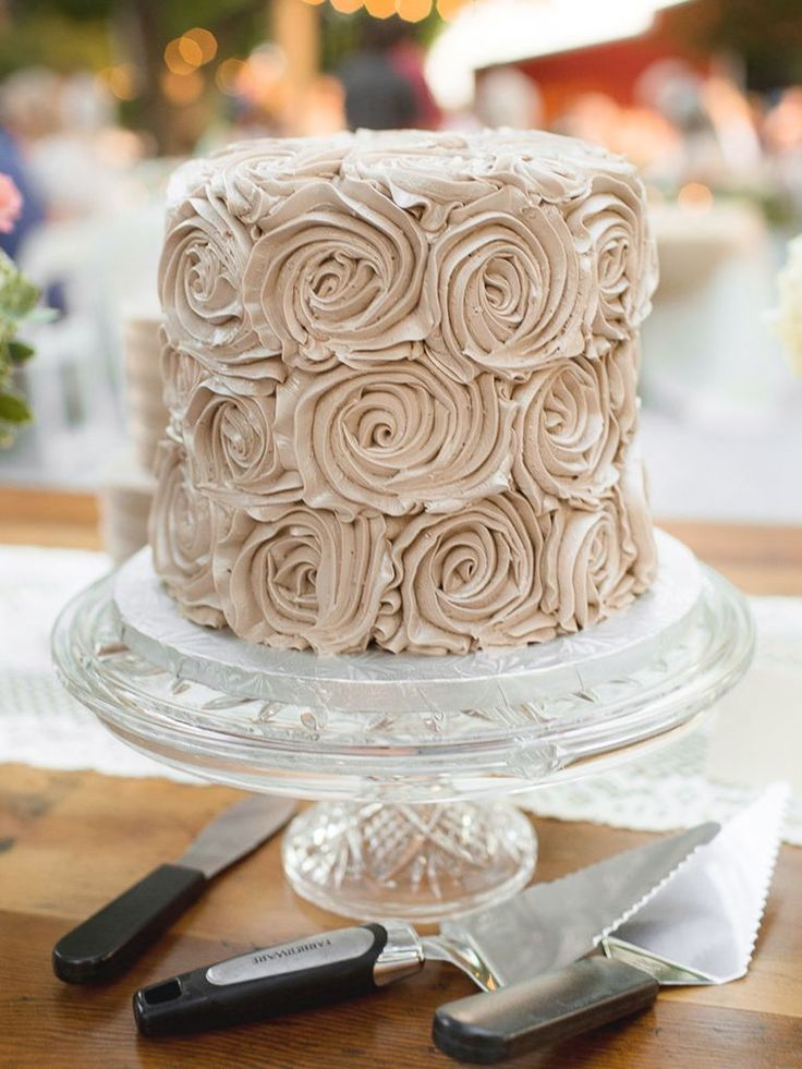 Choose a beautiful one-layer wedding cake that isn't plain and boring. Look here for 16 of our favorite ideas for any wedding event.