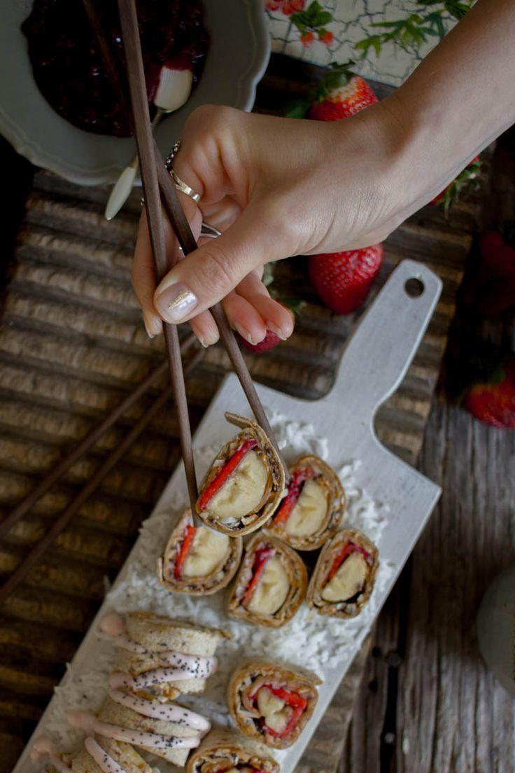 Breakfast Sushi recipe on @beardandbonnet with flatoutbread ! { www.beardandbonnet.com }