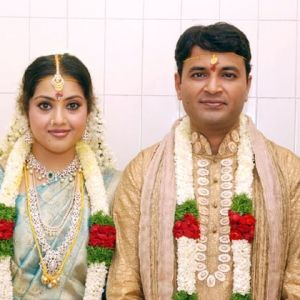 Meena Who Entered Film Field As Child Artist Appeared In Lead Roles Many South FilmsShe Is Married To Vidyasagar A Bangalore Based Software Engineeron