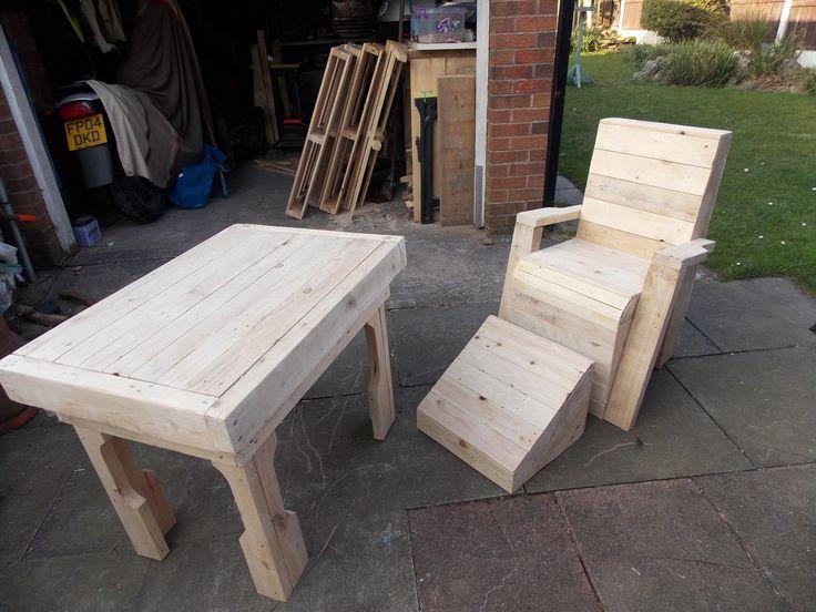 Pallet garden table and chair #PalletGardenSet