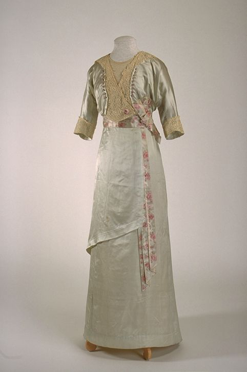 Dress ca. 1912 From the Musée du Costume et du Textile du Québec