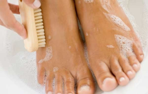 Learn how to make spa pedicure procedures at your home.