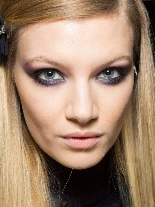 Metallic paarse oogschaduw | ELLE