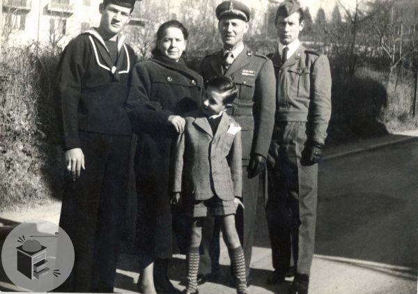 Una famiglia di militari - VINTAGE ITALY, 1957 - A FAMILY OF MILITARS