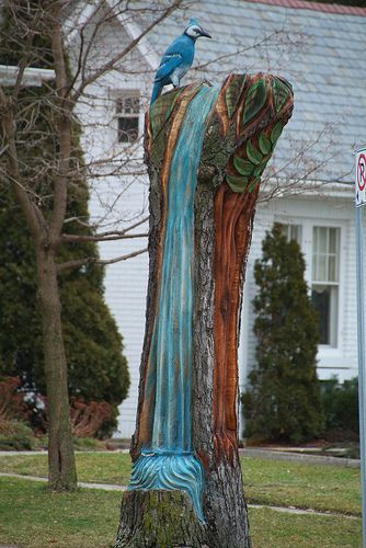 blu jay tree carving