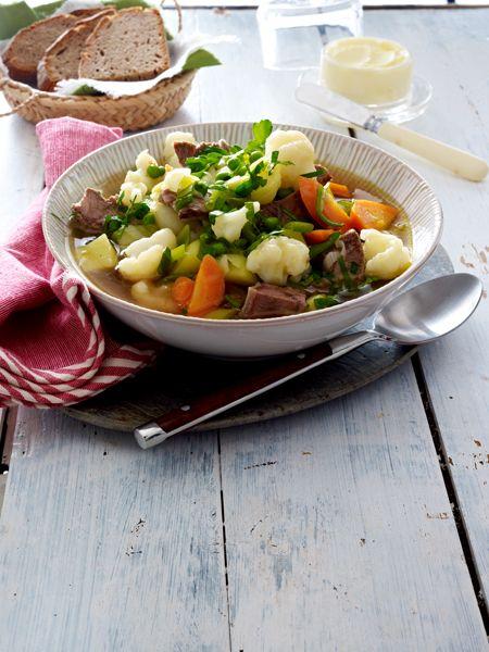 Ohne KohlenhydrateSie wärmen in der kalten Jahreszeit, machen satt und heizen dem Stoffwechsel ein: unsere Low Carb Suppenrezepte.