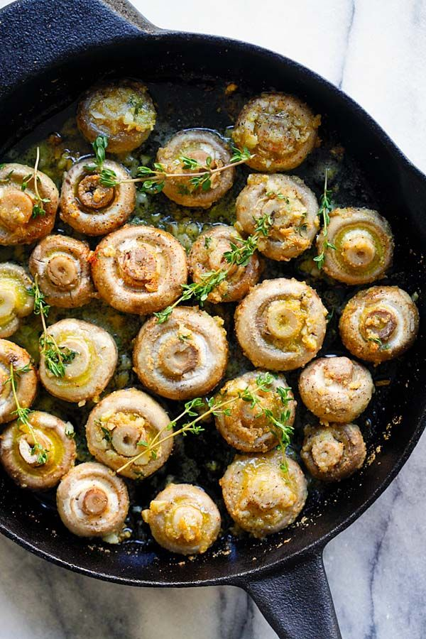 Garlic Thyme Roasted Mushrooms - buttery roasted mushrooms with garlic, thyme and breadcrumbs. A healthy and easy side dish   rasamalaysia.com