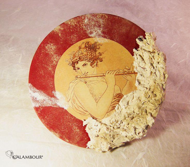 ARCHAEOLOGICAL STYLE PLATE - Very beautiful plate decorated with Calambour paper for decoupage and coral effect mortar . /// PIATTO ROMANO EFFETTO REPERTO ARCHEOLOGICO - Bel piatto decorativo decorato con la carta per il decoupage di Calambour e con malta ad effetto corallo http://www.calambour.it/en/our-papers/paper-for-classic-decoupage/ad.html#!AD_005