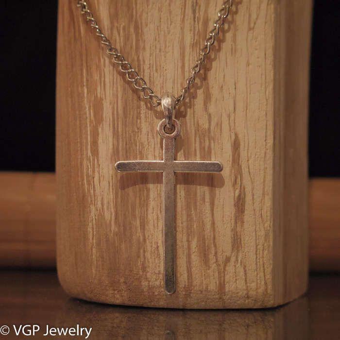 Mooie Kruis Ketting: lange zilverkleurige ketting