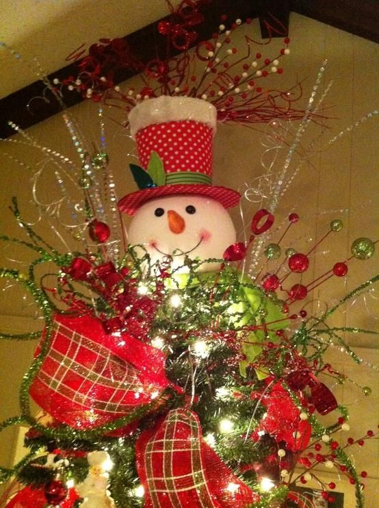 snowman tree topper. See how there are four elements to this topper and it's blended into the tree?