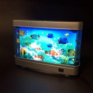 Plongez dans les profondeurs de l'océan et découvrez un univers fabuleux avec laLampe aquarium. Bon, n'exagérons rien, vous n'aurez pas non plus besoin de matériel de plongée sous-marine pour admirer cette lampe d'ambiance originale.