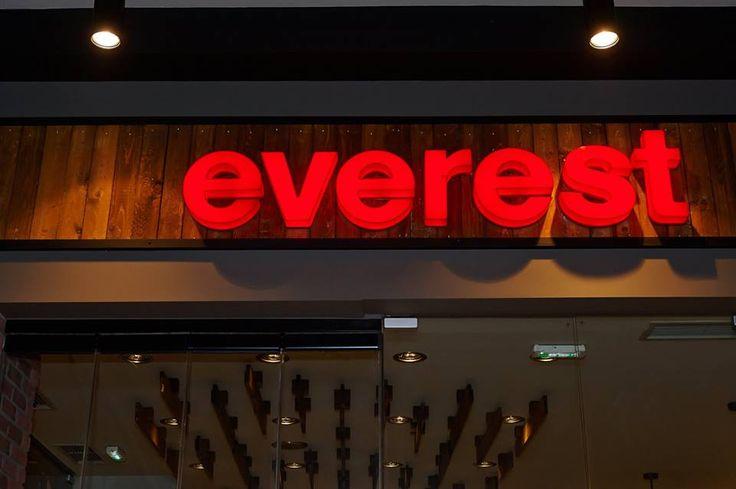 Φωτεινά τρισδιάστατα γράμματα με πλέξι γκλας και φωτισμό LED Luminous 3D plexi glass letters with internal LED lighting