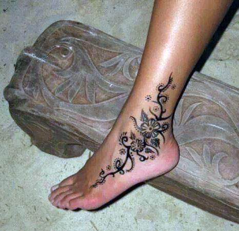 tatuaże damskie na kostce