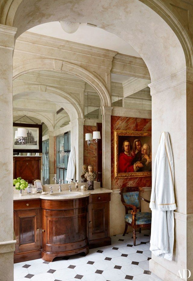Studio Peregalli conjures old-world enchantment in a distinguished Italian clan's Milan apartment | http://archdigest.com