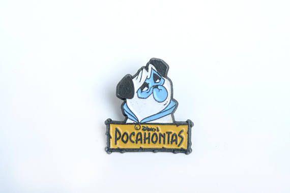 Este es un pin vintage de Percy, el perro de la película Pocahontas de Disney, el pin esta esmaltado sobre una base de metal negro Los pins vintage son difíciles de encontrar, no te lo dejes perder! Compra 4 pins y paga 3 Esta es una oferta para pins y consiste en comprar 4 pins por el
