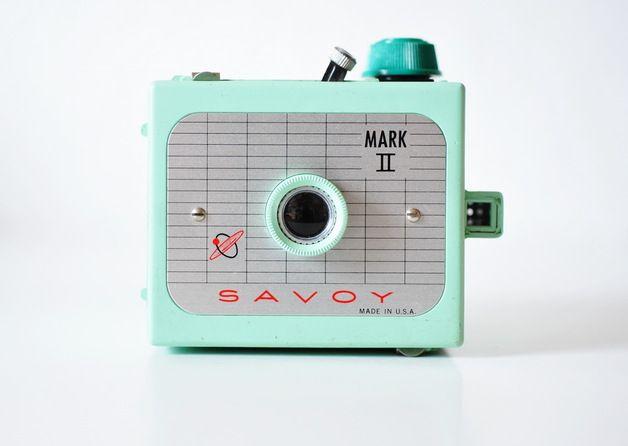 *Ein seltenes Sammlerstück*   *Wunderschöne, mintfarbene SAVOY Mark II - Bakelit Kamera aus den 60er Jahren.*  *Die Boxkamera ist in einem gutem Zustand, hat altersbedingte Gebrauchsspuren,...