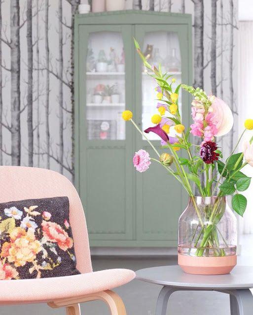 Hip Ingericht in a Second: Zeg het met bloemen..In mijn nieuwe blog heb ik een aantal prachtige vazen en boeketten voor jullie uitgezocht. Haal het voorjaar in huis en fleur je woonkamer op met een bos bloemen. Maakt ieder interieur mooier!