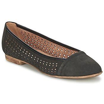 Esta #bailarina a la moda firmada por #Geox seducirá a las que buscan un calzado fácil de combinar. Su corte en piel de color negro combinará a la perfección con un pantalón o una falda. La #bailarina Ritva B es de cuero. La suela en sintético del modelo Ritva B viene a destacar el conjunto del calzado. ¡Esta bailarina es preciosa!  #zapatos #zapato #bailarinas #moda #chica #elegante  http://www.spartoo.es/Geox-RITVA-B-x813846.php