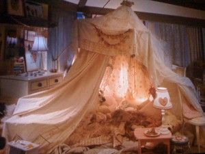 Such a lovely tent for girls room. This is from one of my favorite movies - The Holiday. Enchanting ;)