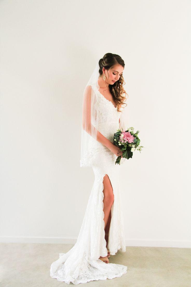 Veil and Bouquet - final touches on bridal look www.whenfreddiemetlilly.com.au