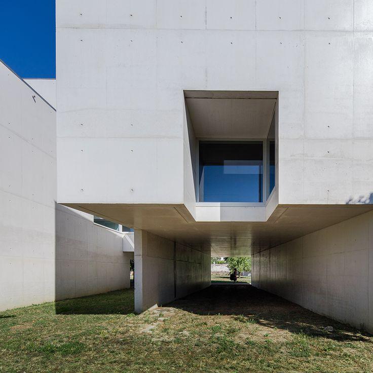 álvaro siza completes nadir afonso foundation in portugal