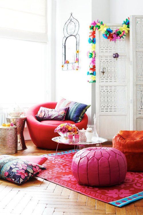 Love the bold combination of reds and pinks in this living room!