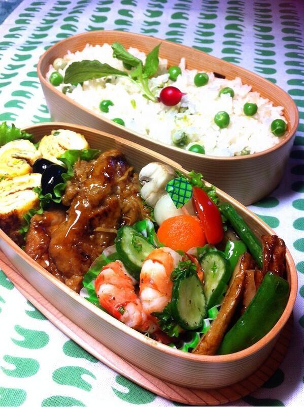 posted from @okukatu1130 連休明けの朝 おはようございます(^^) 息子のお弁当できました!豆ご飯、豚ヒレの照り焼き、エビとキュウリのオリーブ、スナップエンドウと竹輪の胡麻醤油、ピクルス等♪ #お弁当 #obento #obentoart #わっぱ弁当
