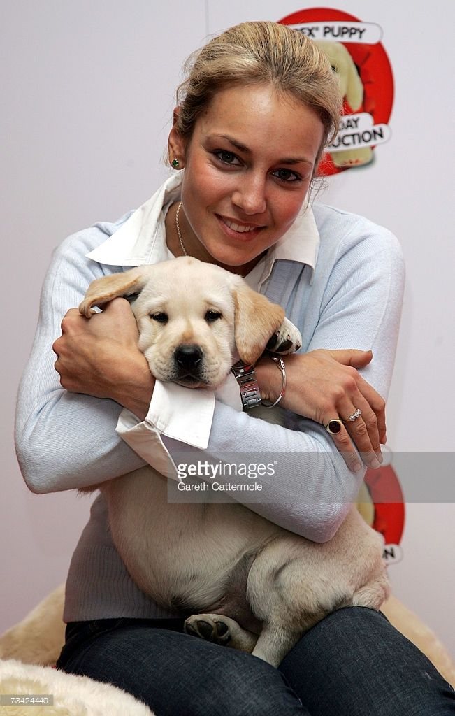 Land Rover Santa Monica >> Lady Isabella Hervey poses with the Andrex puppy at the Andrex Red... in 2019   People & their ...
