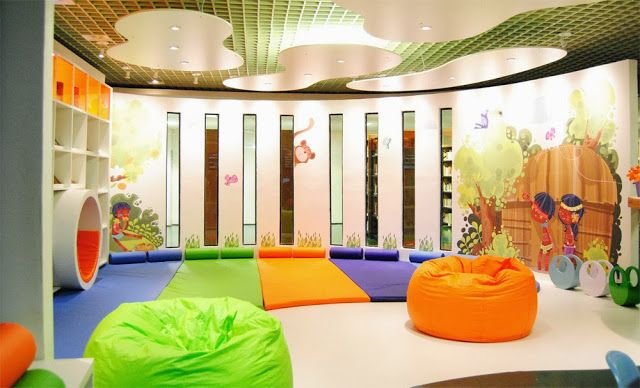 Projeto de biblioteca infantil para o SESC Ribeirão Preto, otimizar o espaço, conseguir uma iluminação mais adequada, transformar em um lugar lúdico , confortável e que estimulasse a leitura eram o...