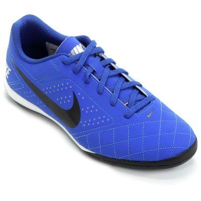 Com a Chuteira Nike Beco 2 Futsal Azul Royal, os craques do futsal vão surpreender os adversários com total domínio do jogo. Oferece ótima tração nas quadras e estabilidade para ser decisivo durante o bate-bola. | Netshoes
