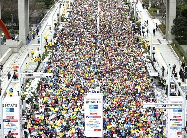 Maratona Internacional de Tókio.  O percurso com um design atraente que passa por vários dos principais pontos turísticos de Tóquio, incluindo o Palácio Imperial, Torre de Tóquio, Asakusa e Ginza.