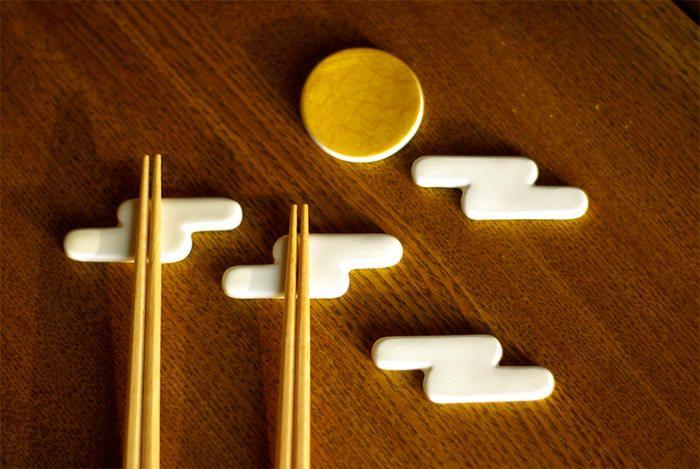 雲月箸置き 月と白い雲の箸置きセット波佐見 桐箱入月×1個、雲×4個のセット ¥3,675