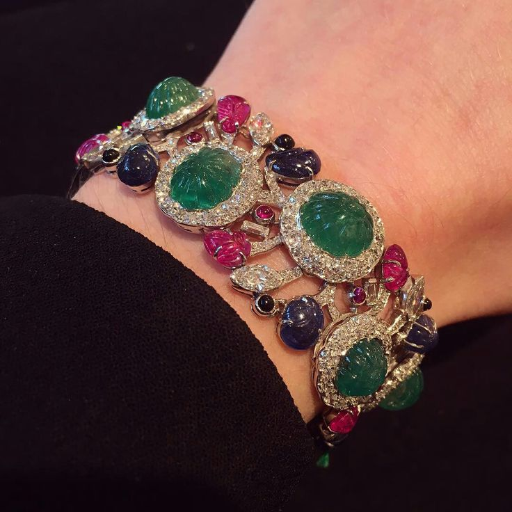 Repost @s_j_phillips_ A touch of tutti frutti #SJPhillips #NewBondStreet #London #antiquejewellery #emerald #ruby #sapphire #diamond #bracelet #french