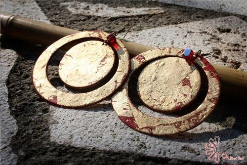 orecchini a medaglione, fimo e foglia oro