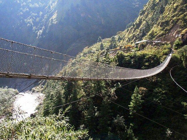 Puente sobre el valle Kali Gandaki (Nepal)