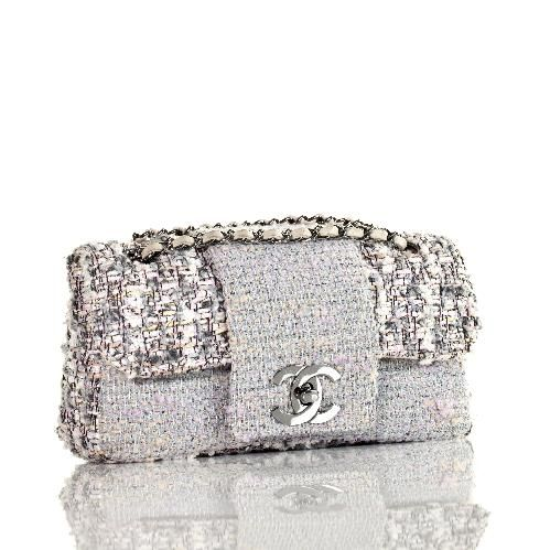 Chanel clutch | More here: http://mylusciouslife.com/wishlist-buy-glamorous-clutch-bags-online/