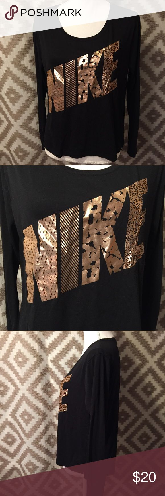 "Nike Rose Gold & Black Slouchy Top! Perfect condition Nike black Slouchy long sleeve tee with a metallic rose gold logo on the front! Size small, armpit to armpit measurement is 21"", sleeve length is 17"", length from shoulder is 23.5"" in the back, 21.5"" in the front! Nike Tops Tees - Long Sleeve"