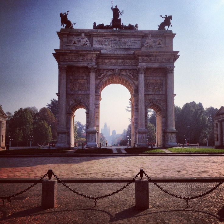23. The view from here #octoberphotoaday #Milan #PiazzaSempione #ArcoDellaPace #CastelloSforzesco