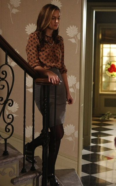2×13 I love elbow length sleeves, always makes for a perfect silhouette. She looks nice.