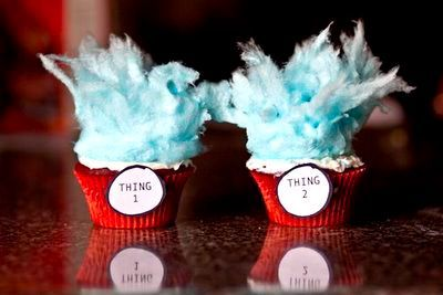 Thing 1 & Thing 2 Cupcakes - red cupcake liners, white icing, and blue cotton candy on top.  How cute?!Ideas, Cotton Candy, Birthday Parties, Cotton Candies, Things, Red Velvet Cupcakes, Dr. Seuss, Drsuess, Dr. Suess