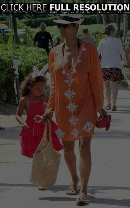 Halle Berry Fashion and Style - Halle Berry Dress, Clothes, Hairstyle - Page 2