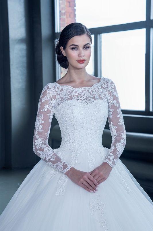 15223 в Красноярске, Платье в пол, Свадебное платье с рукавом, Свадебное платье с закрытым верхом, Пышное свадебное платье