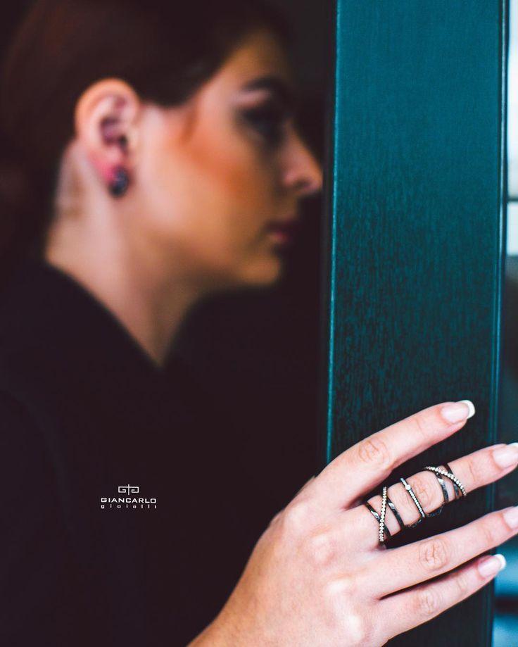 Эксклюзивное кольцо на фалангу из черного золота инкрустированное белыми и коричневыми бриллиантами от #Giancarlogioielli как нельзя лучше подчеркнет статус утонченный вкус и особенный стиль своей владелицы! Кольцо без сомнения привлечет внимание и вызовет восторг окружающих и порадует своим изысканным видом!  Черное золото вес -1076 гр. проба -750 Белые бриллианты -016 к./31 шт. Коричневые бриллианты - 066 к./40 шт.  #jewelry #diamonds #rings #beauty #women #giancarlogioielli #vscogood…
