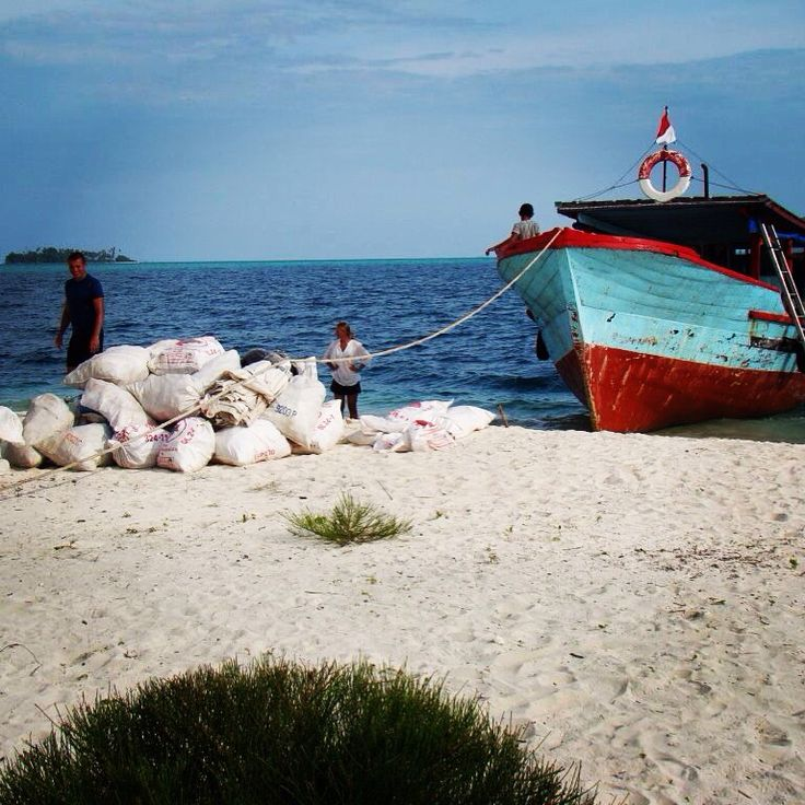 Beach cleaning at Pulau Banyak - Indonesia