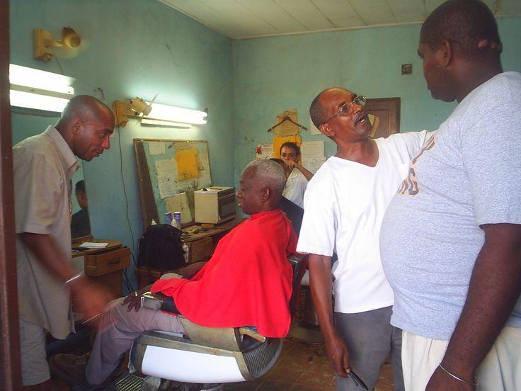 At the barber's in La Habana