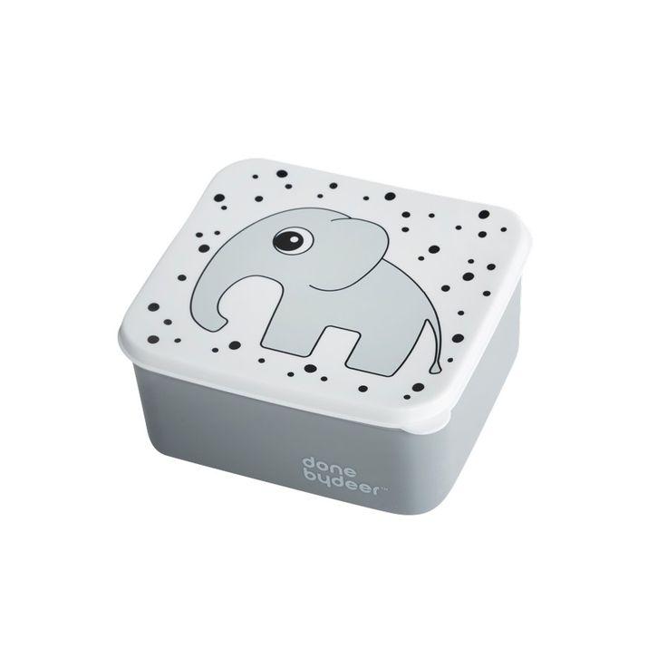 Coole Lunchbox von Done by Deer mit Elefanten Motiv in grauAus der coolen Frühstücksbox von Done by Deer schmeckt das Pausenbrot gleich doppelt so gut. Die graue Lunchbox mit dem süßen Elefanten Elphee ist ein praktischer Begleiter...