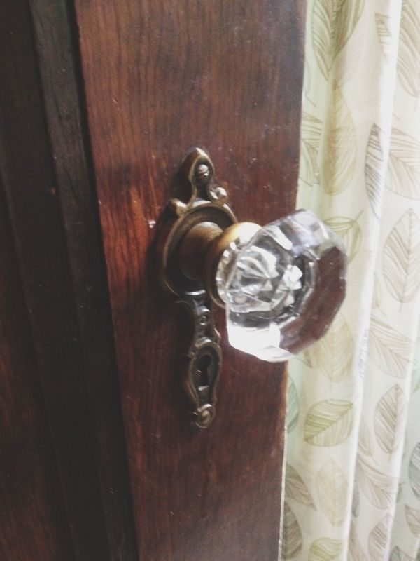Pinterest discover and save creative ideas for 1920 glass door knobs