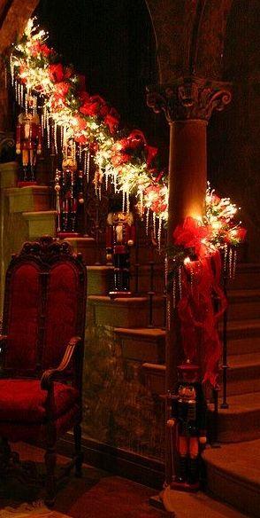 Rampe  d'escalier  illuminée pour  Noël...Très  beau  !!!!J'aime  ...