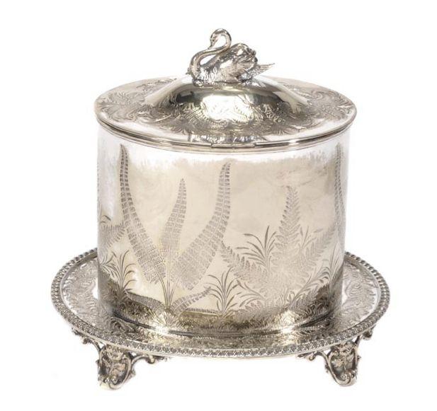Biscoiteira Vitoriana em silver plated, circa 1885, 19,5cm de altura, 1,275 reais / 420 euros / 560 usd https://www.facebook.com/SoulCariocaAntiques?ref=hl